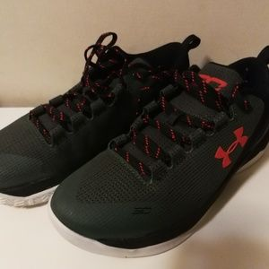 Under Armor Stephen Curry sneakers (size 7Y)